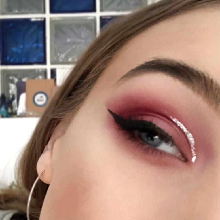 Valentines-Silver-Cut-Crease-Makeup-Look3